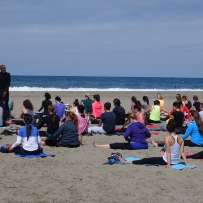 free-outdoor-yoga-ocean-beach-tony-eason-1