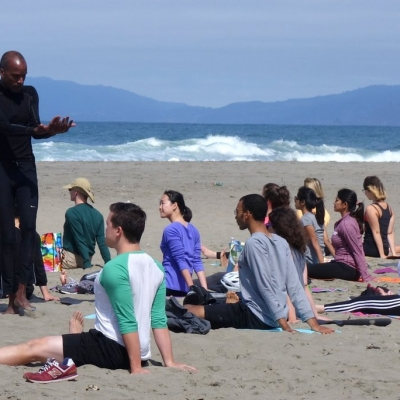 free-outdoor-yoga-ocean-beach-tony-eason-2