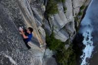 alex-honnold-free-solo-climbing-yosemite-valley