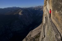 alex-honnold-on-ledge-in-yosemite-valley