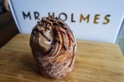 mr-holmes-bakehouse-cruffin